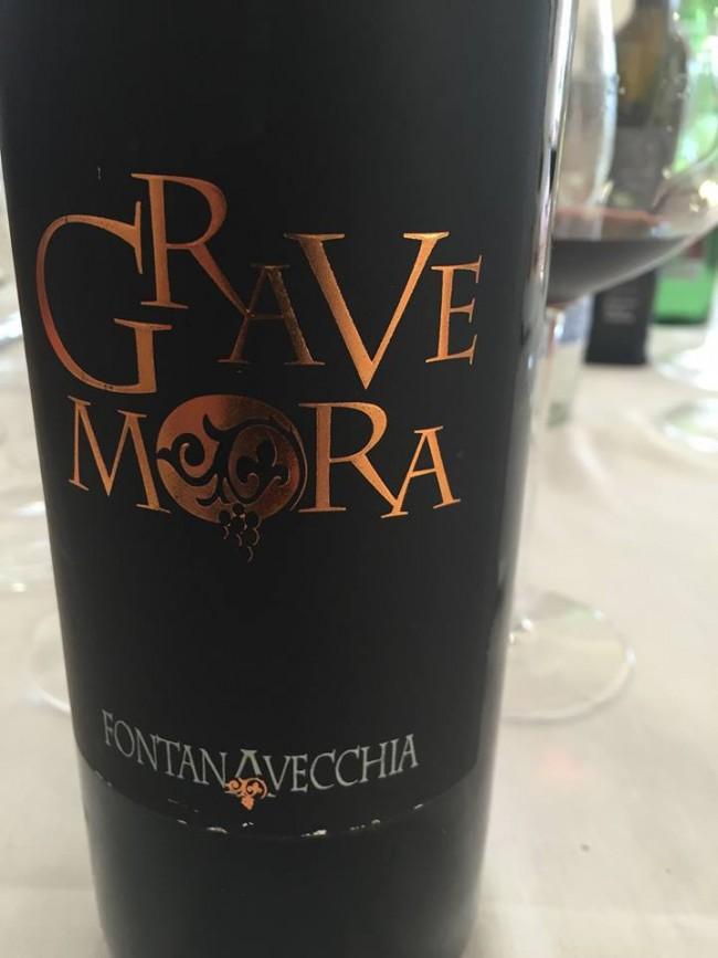Grave Mora 2001