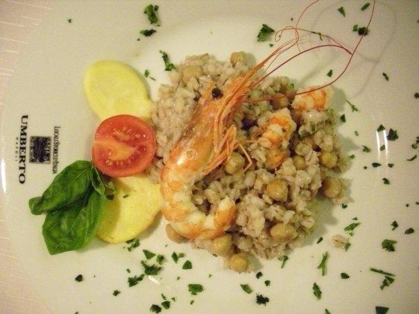 Fantasia di orzo perlato con ceci, asparagi, cozze, calamari e gamberetti