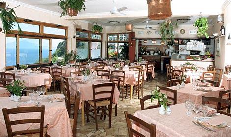 http://www.lucianopignataro.it/wp-content/uploads/2010/07/da-giorgio-a-capri.jpg