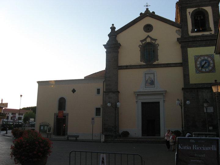 La piazza di Sant'Agata dei Due Golfi