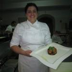 la chef Mrgherita Amasino di Dattilo con la parmigiana appena sfornata
