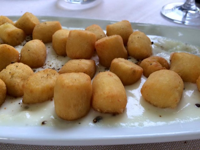 Da Cesare, gnocchi fritti su cacio e pepe