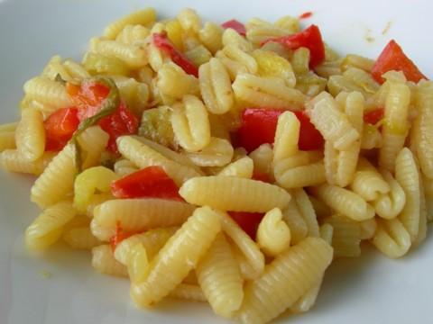 Gnocchetti con peperoni e fichi