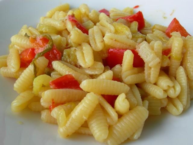 Dalle parole ai fatti: gnocchetti sardi con peperoni e fichi