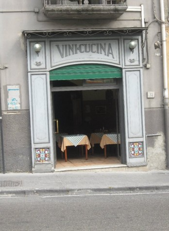 Napoli, Vini e Cucina Moccia. Cinquant\'anni di storia di ...
