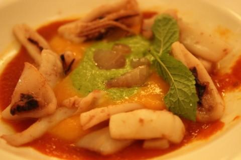 Calamari e triglia su crema di zucca e zucchine