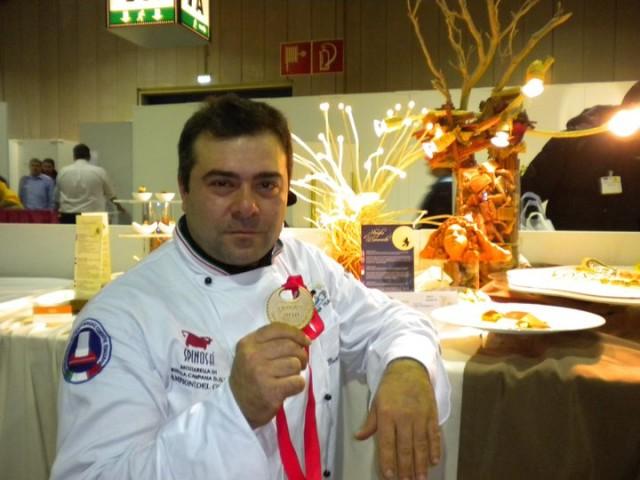 Giuseppe Di Gioia con la medaglia d'oro