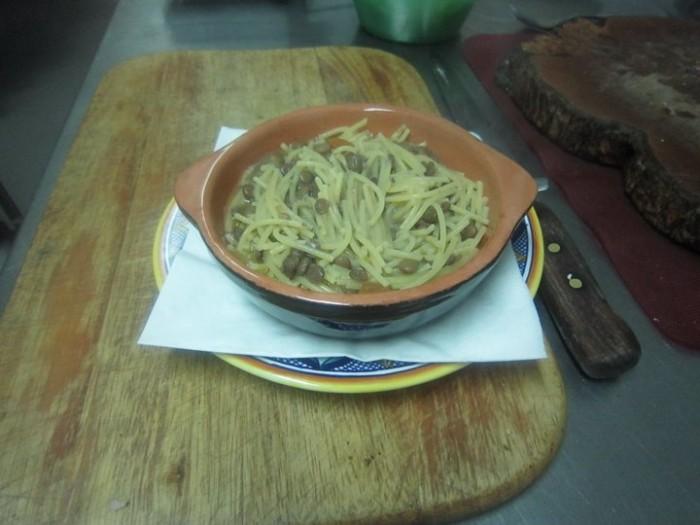 Spaghetti spezzati e lenticchie