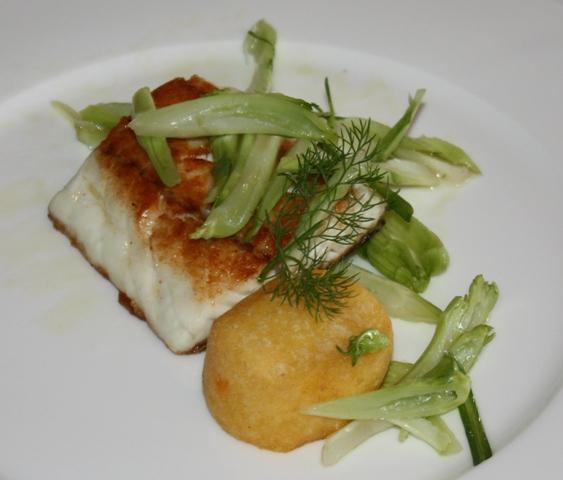 Trancio di spigola con polenta croccante, puntarelle e colatura di alici di Cetara
