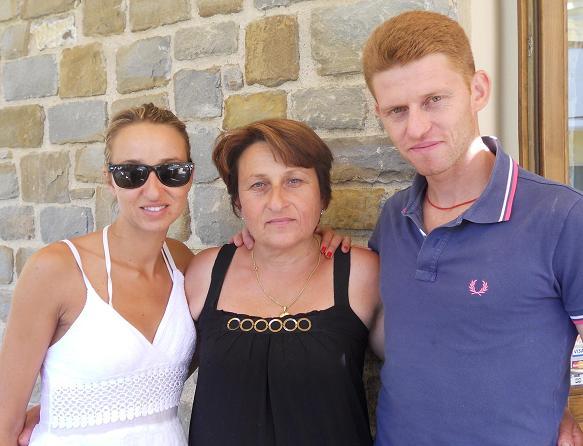 Mamma Angelina tra Giusy e Antonio