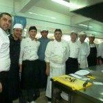 la corposa brigata di cucina guidata dallo chef Fabio Cirillo  sulla sx