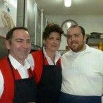 da sx Gennaro De Biase, sua moglie Francesca e il cuoco Nicola Vitiello