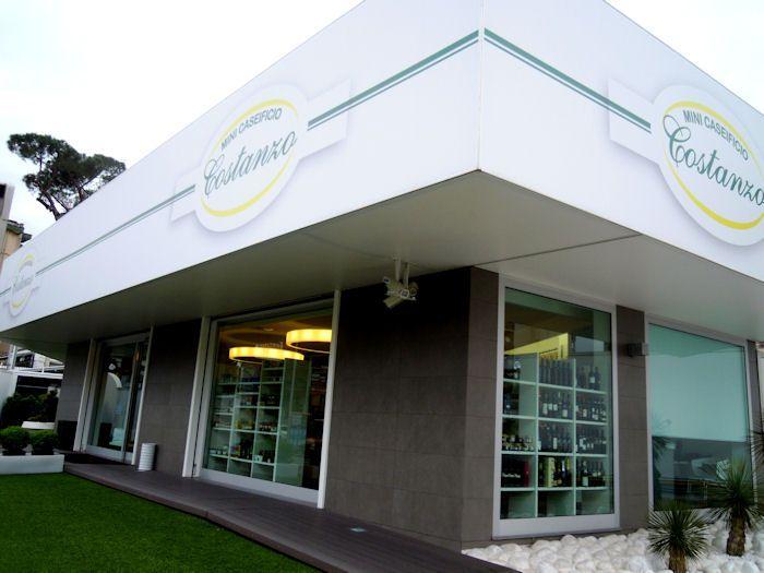 Il punto vendita e ristorante 'Costanzo' ad Aversa