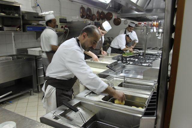 Domenico De Simone ai fornelli per le sue fritturine