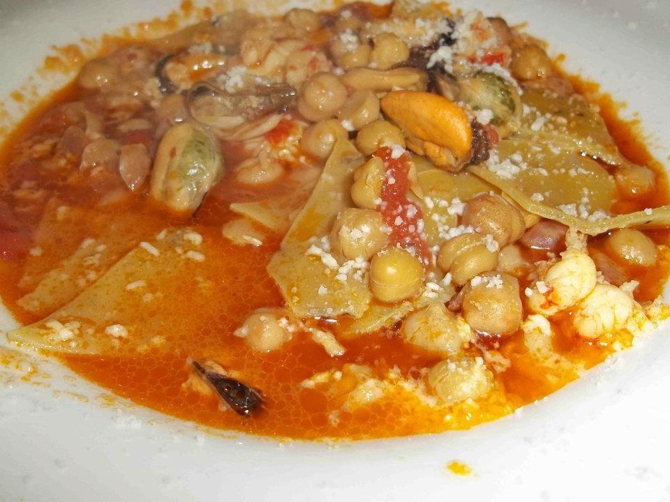 Vino e Camino, la zuppa di maltagliati con ceci, cozze e gamberi