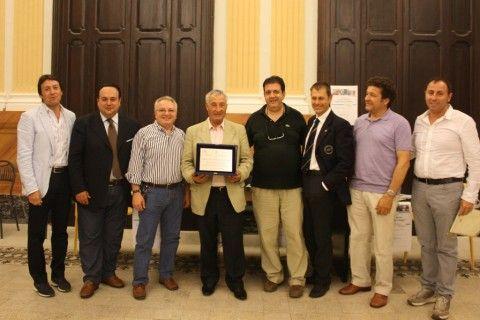 Angelo Pizzi con la commissione del Premio
