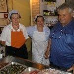 Il patron della Taverna Gerardo Menza, con Plava e Caterina