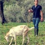 Carmine al pascolo con le sue capre - foto Salvatore di Vilio