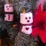 Decoriamo l'albero con i marshmallow