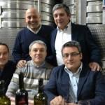 Il produtttore Michele Romano, l'enologo Antonio Pesce e la squadra Mastroberardino
