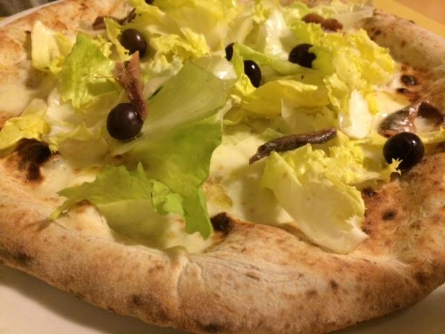 Pizzeria Resilienza: scarole a crudo e alici di Cetara