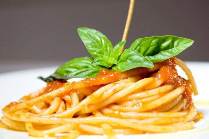 Spaghetti al pomodoro di Raffaele Vitale - foto di Lido Vannucchi
