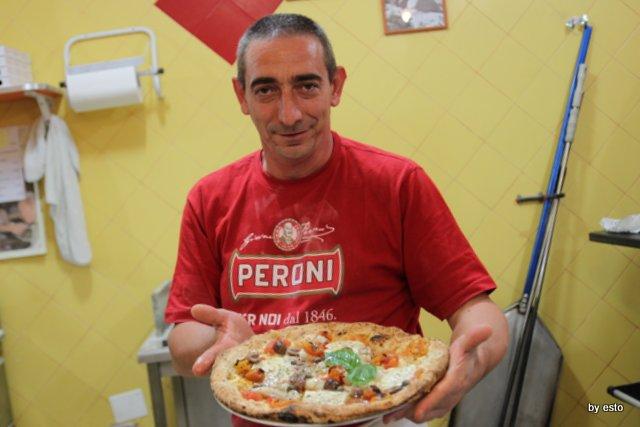 Mauro Autolitano e la pizza con baccalà, provola, pomodorini gialli