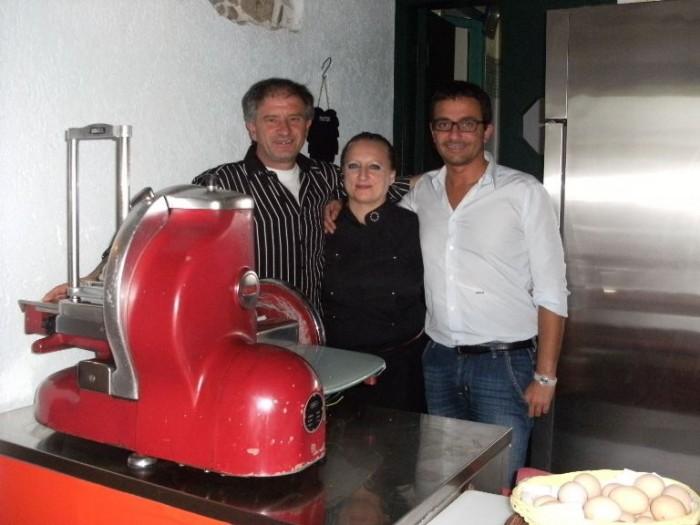La Piazzetta, da sx Angelo Alì Coccaro, Carmela Bruno ed Antonio D'Agosto