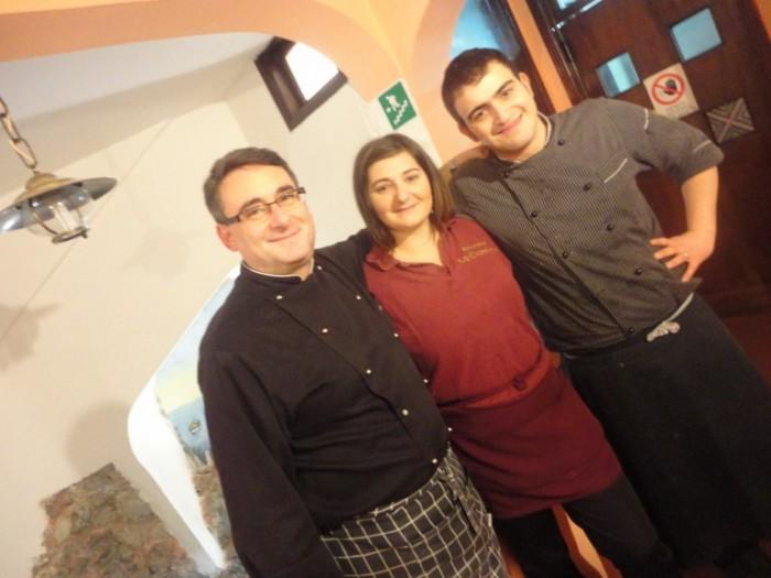 La Cianciola, da sx lo chef-titolare Vincenzo Giorgio, la responsabile di sala Annarita Criscuolo ed il secondo Salvatore De Pascale