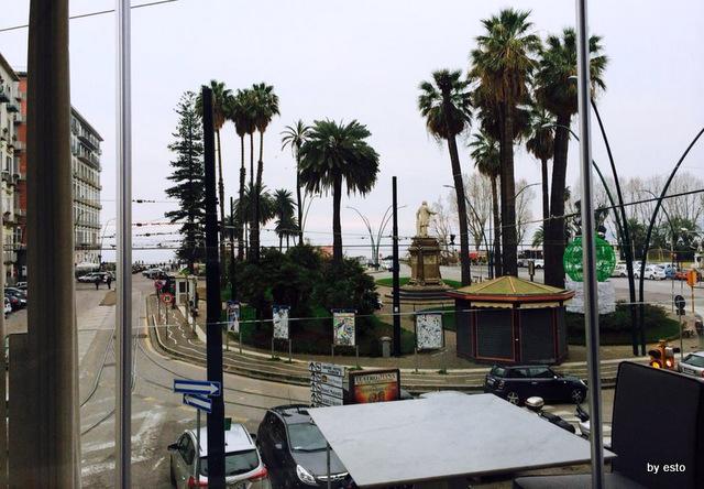 Napoli Terrazza Calabritto Il Mare Sta Li Di Fronte Luciano