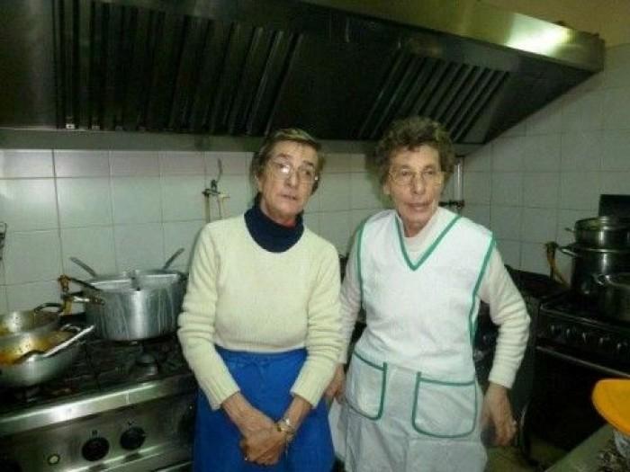 Sorelle Rispoli, da sx Marina con la sorella Enza