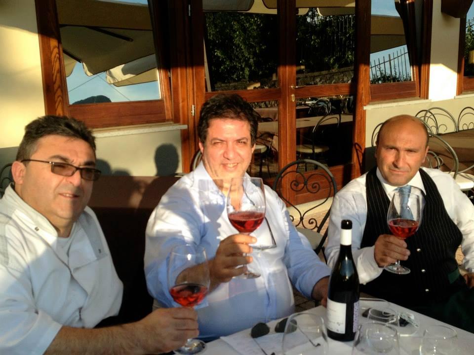Un bicchiere di Getis con Gigino e Gaetano