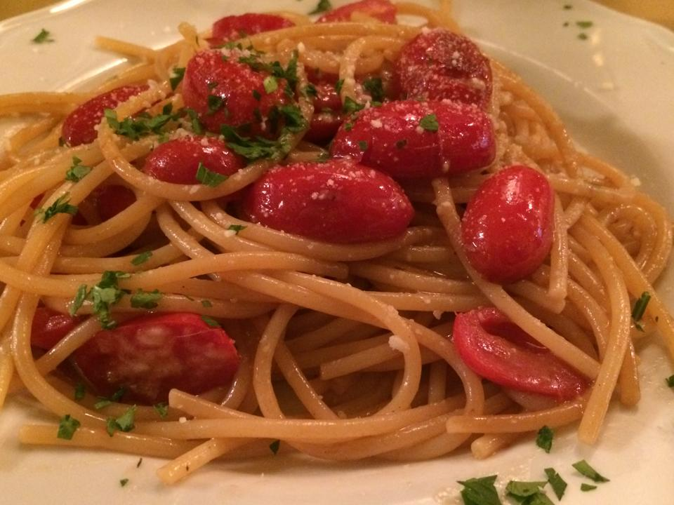 Gli spaghetti aglio olio e pecorino dell'Enoteca Guerrini 1958