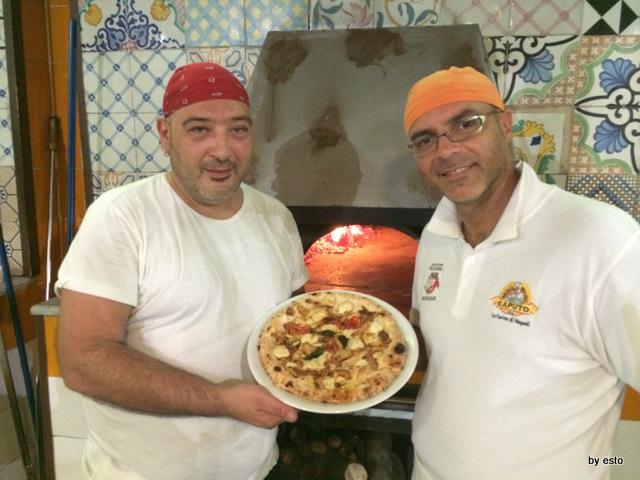 Pizzeria del Pino la pizza a' fungetielle con Alessandro Mutarelli e Antonio Fusco