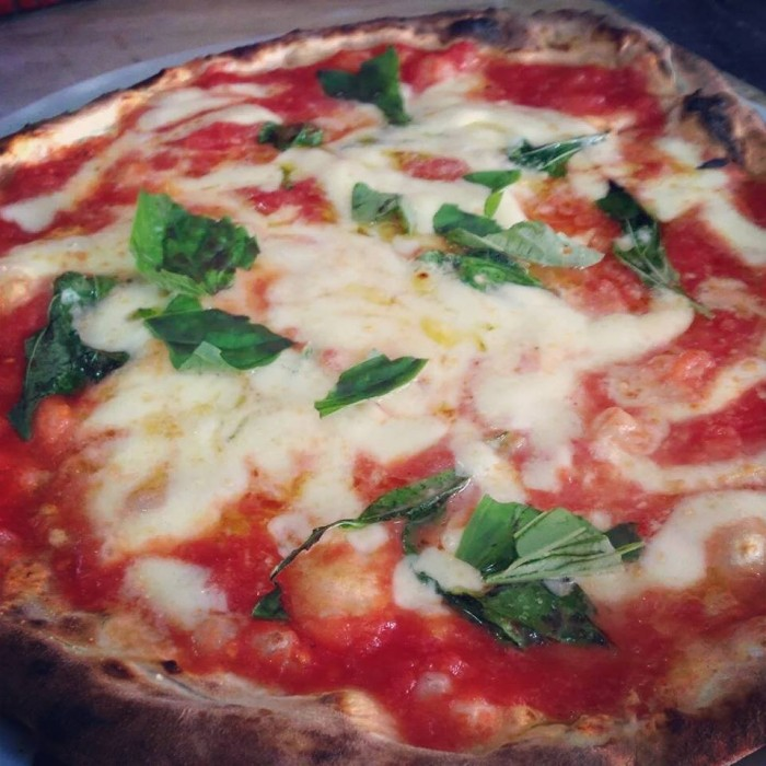 Pizza margherita Carmnella (Foto Egidio Cerrone)