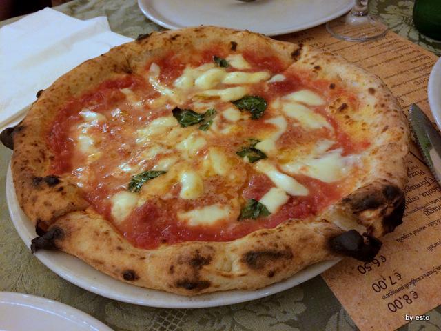 La pizza margherita da Attilio