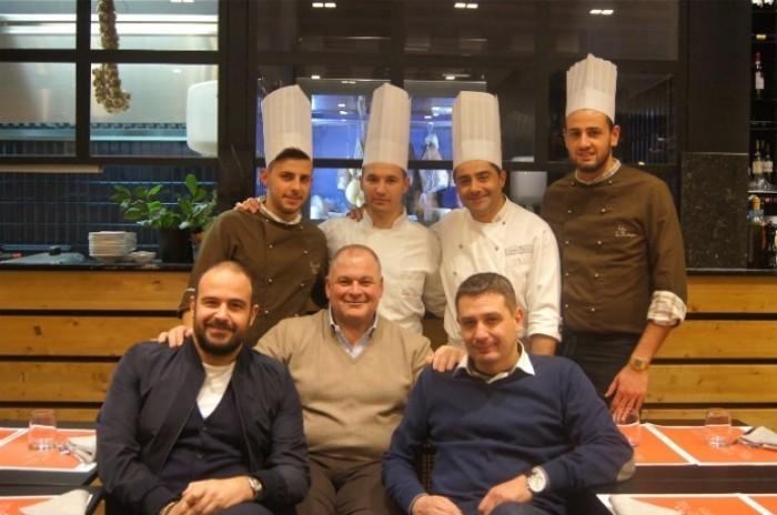 Morsi e Rimorsi, il team con il titolare Peppe Capece e lo chef Giuseppe Daddio