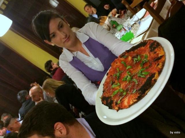 Sorbillo, Rossi,  Casa una pizziata fantastica la pizza nel ruoto