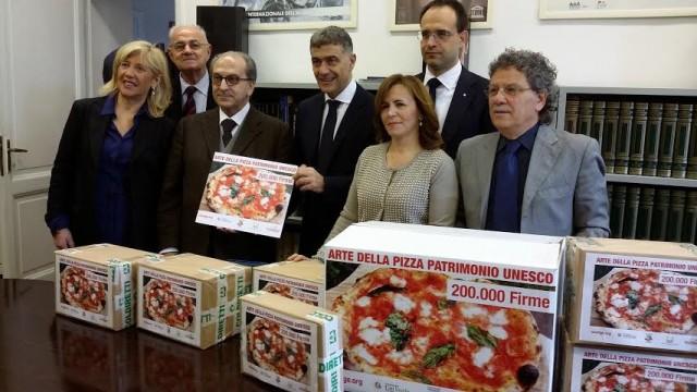 Pizza Unesco: la consegna delle firme