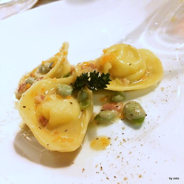 Abraxas cappelletti ripieni di fonduta di provolone lucano fave e pancetta