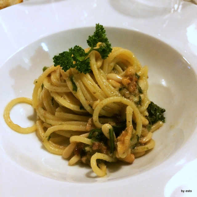 Abraxas spaghetti con broccoli neri noci e pinoli