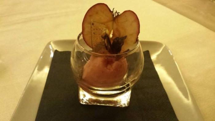 Acqua Gourmet, sorbetto di mele annurche, cialdine disidratate e liquirizia cristallizzata