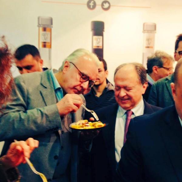 Alain Ducasse mangia la carbonara di Luciano Monisilio con Enzo Vizzari