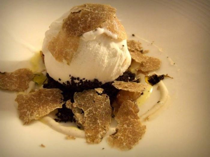 Crumble di Cacao Amaro, Zabaione, Marron Glaces, Biancolatte alla Vaniglia e Tartufo Bianco