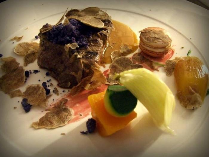 Filetto di Fassona Piemontese, Macaron di Foie Gras, Orto Candito e Tartufo Bianco
