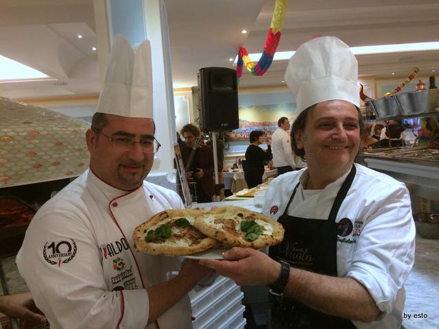 Gianfranco Iervolino e Guglielmo Vuolo pizzaiuoli con il cappello da chef