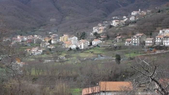Giuseppe Apicella, frazione Capitignano di Tramonti vista dalla vigna