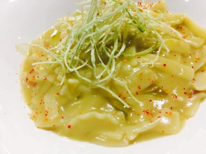 Gourmeet Napoli, mischiato delicato dei campi al ragù di ortaggi con porro croccante e colatura di alici