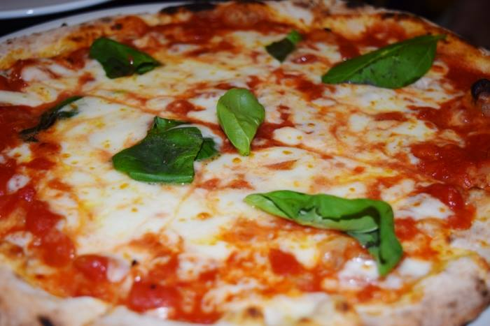 La margherita con mozzarella di bufala Dop e San Marzano Dop