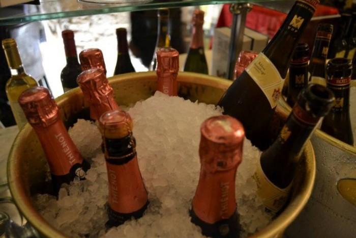 Le Lampare al Fortino, bottiglie di Champagne Thienot Brut Rosè